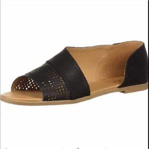 Qupid  Desmond Huarache black sandals flats